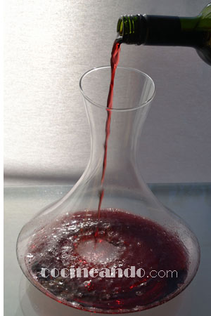 Siete claves para servir vinos correctamente: decantación y oxigenación
