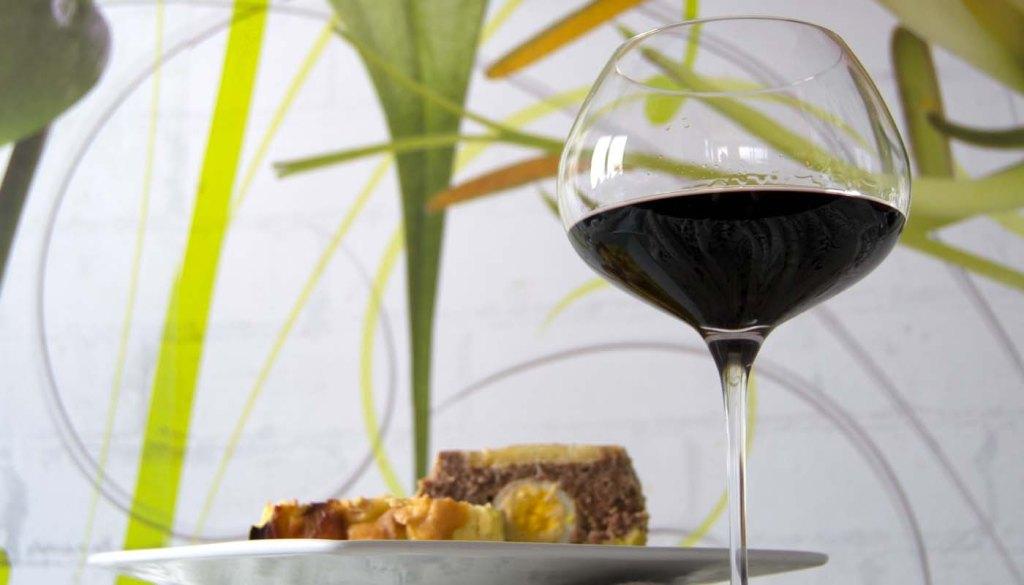 Consejos para maridar vinos blancos, tintos y rosados con diferentes comidas: Qué vino tomar con cada comida
