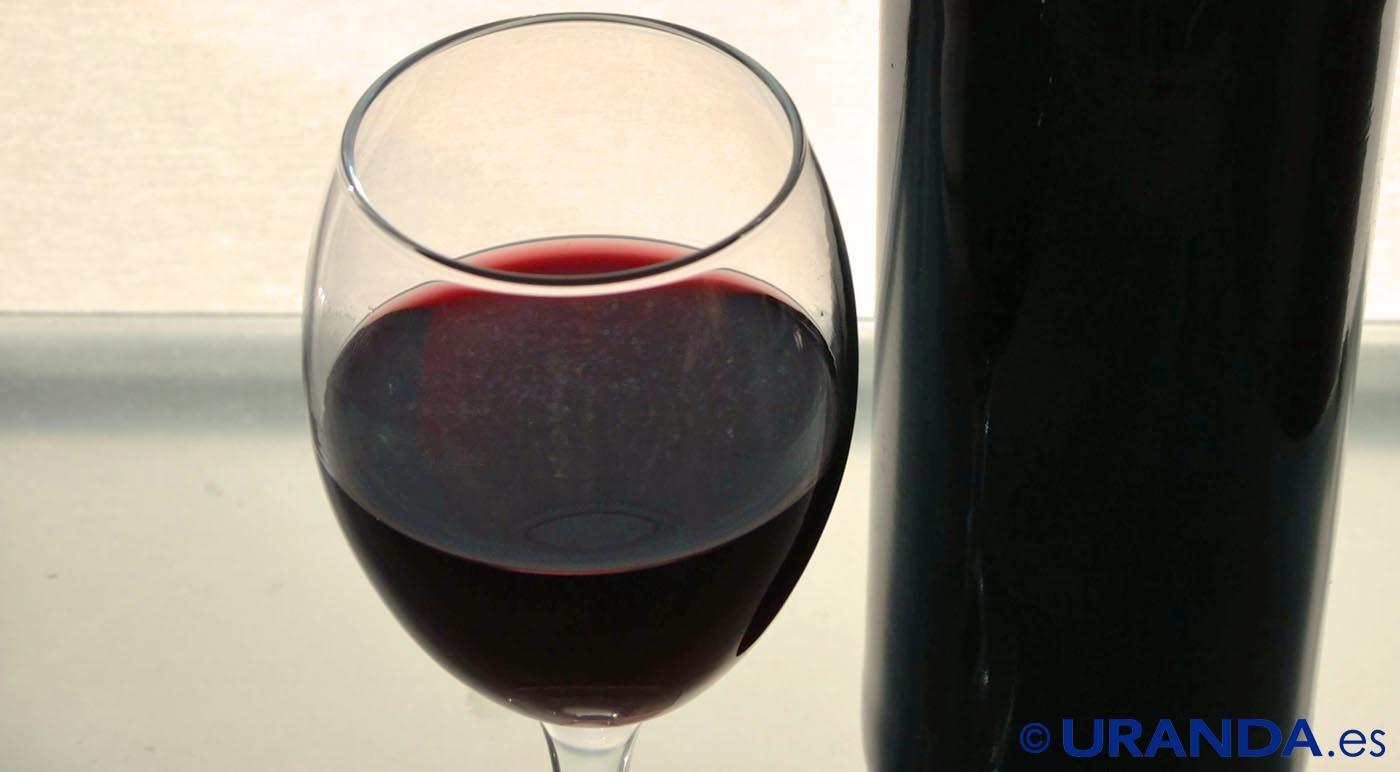 Los cinco colores básicos del vino tinto, ¿qué nos dicen? - fase visual de la cata de vinos