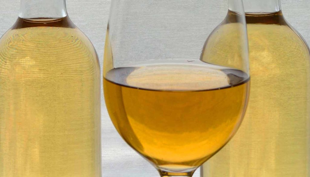 Los cinco colores básicos de los vinos blancos, ¿qué nos dicen?