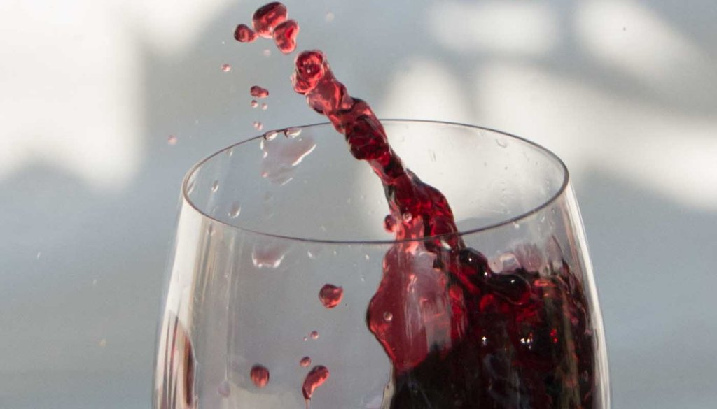 Los cinco colores básicos del vino tinto, ¿qué nos dicen?