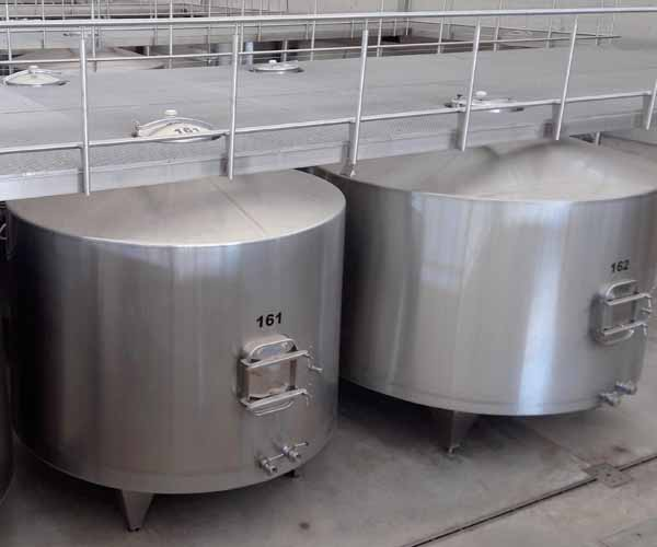 Cómo funcionan las bodegas de vinos - depósitos de fermentación