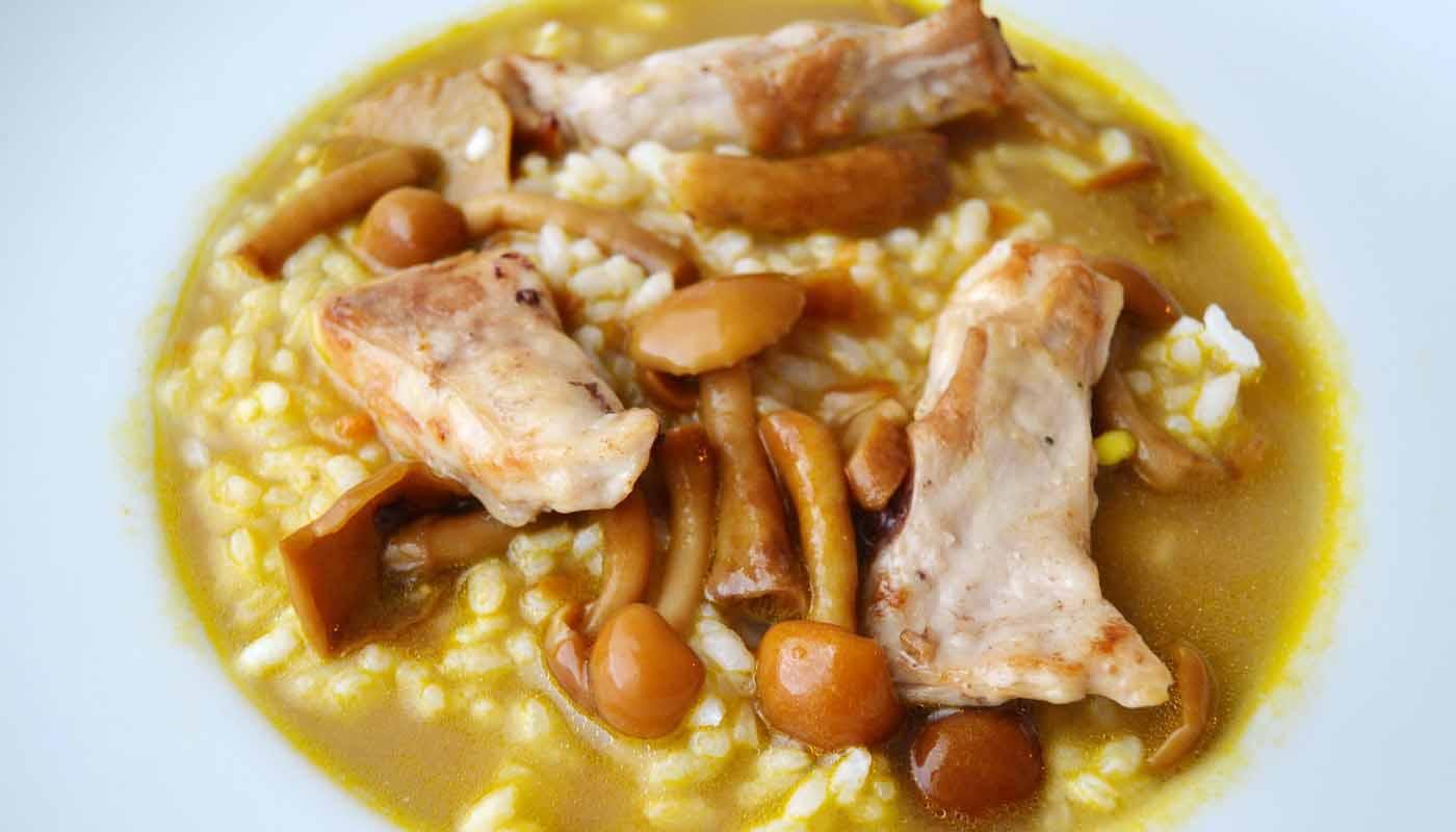 Receta de arroz caldoso con conejo y setas - maridajes de vinos y arroces